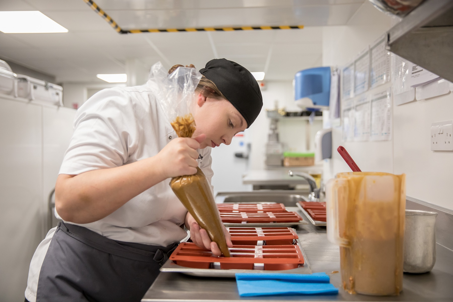 chef_preparing_dessert_at_clifton_college